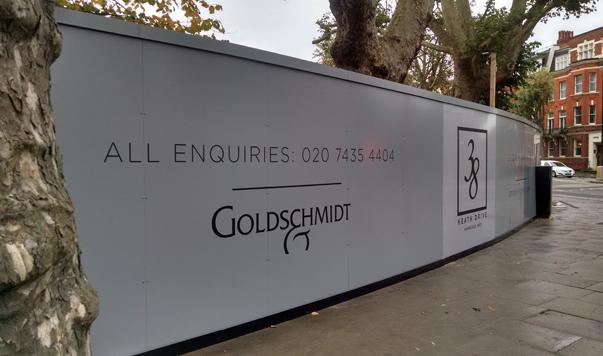 Screwless site hoarding design in London