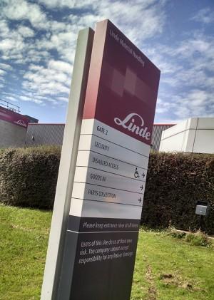 monolith aluminium sign for Linde